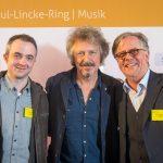 Markus Hörster mit Wolfgang Niedecken und Radio-Okerwelle-Geschäftsführer Wolfram Bäse-Jöbges.